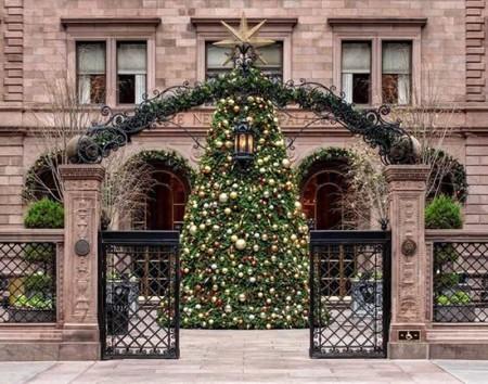 Christmas_tree_New-York-Palace-hotel