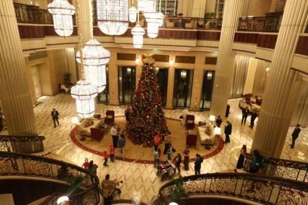 Christmas_trees_St_Regis_Abu_Dhabi-800x533