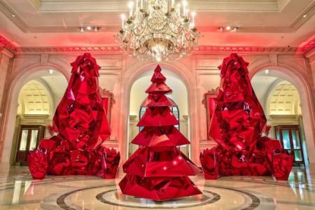 christmas_trees_four_seasons_hotel_george_paris_1-800x534
