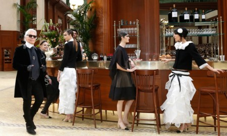 chanel-paris-fashion-show-Karl_lagerfeld_1-800x480