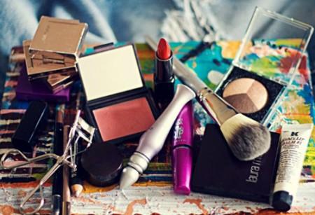 Organizing-Your-Makeup-Bag